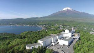 "Hotel Mount Fuji: Nikmati ""persaingan"" antara Danau Yamanaka dan Mt. Fuji"