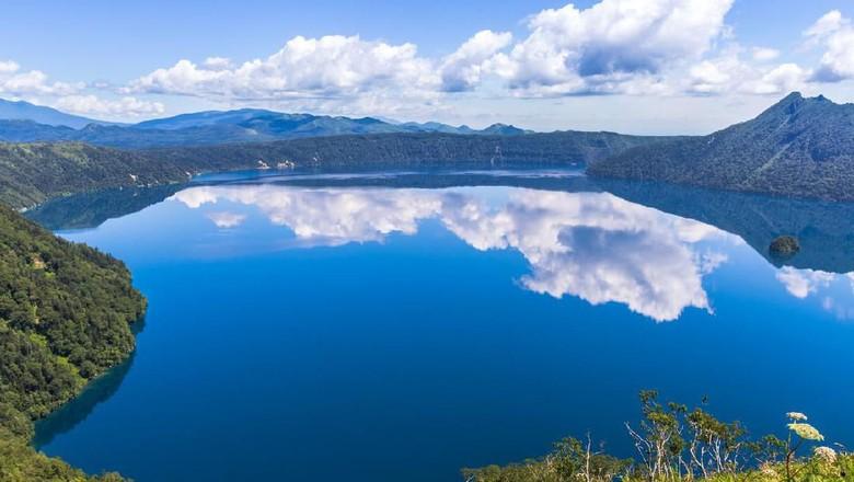 Berwisata Ke Cantiknya Danau Yang Ada Di Jepang
