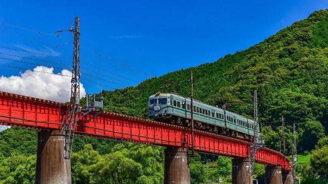 Wisata Menikmati Panorama Indah Di Jepang Menggunakan Kereta